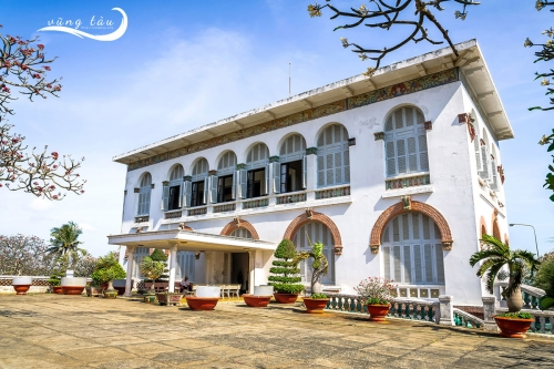 The White Palace ( Bach Dinh or Valla Blanche)